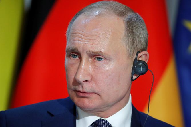 Президент России Владимир Путин во время пресс-конференции по итогам саммита «нормандского формата» в Елисейском дворце, 9 декабря 2019 года