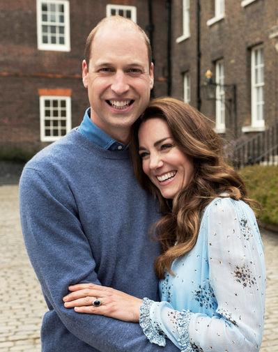 Десятилетие со дня свадьбы герцоги Кембриджские отпраздновали, опубликовав два семейных снимка