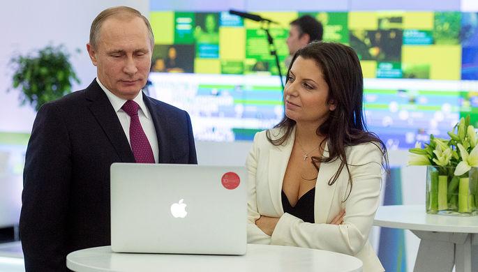 Президент России Владимир Путин и главред телеканала RT Маргарита Симоньян в Москве, декабрь 2015 года