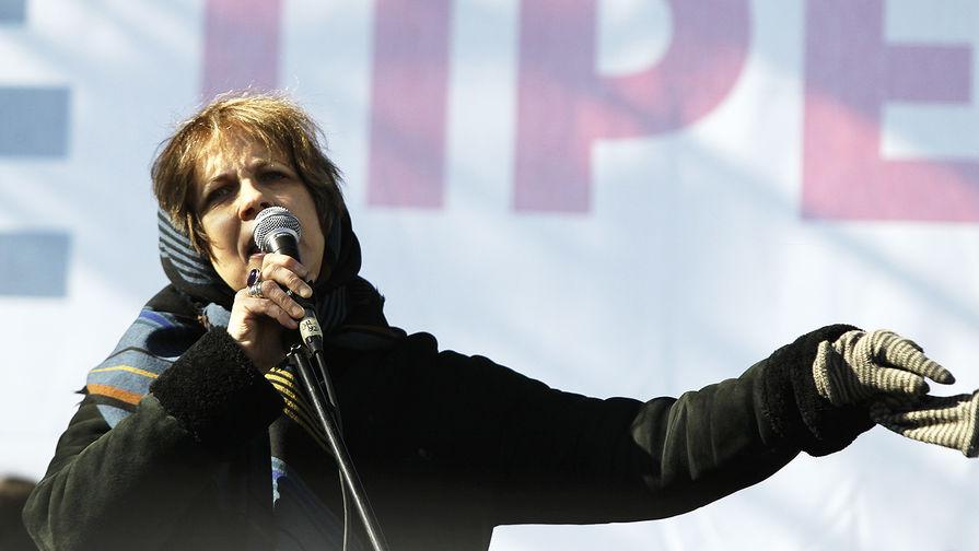 Зоя Светова выступает на митинге «За честные выборы» в Москве, 2012 год