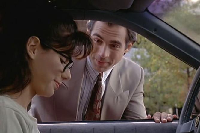 Сандра Буллок и Эдриан Пол в фильме «Любовный напиток №9» (1992)