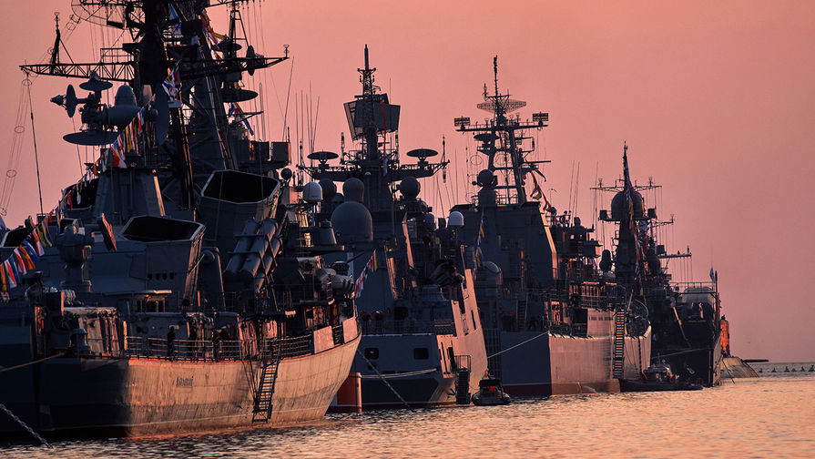 Имел право? Украинский корабль зашел в зону российских учений