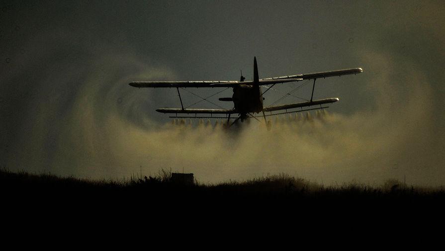 Самолет Ан-2 вынужденно сел в поле под Ставрополем