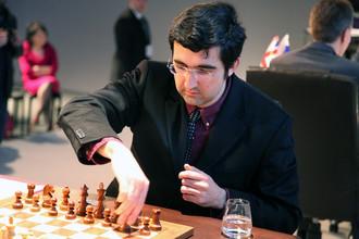 Владимир Крамник весь в игре