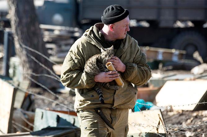 Ополченец ДНР в городе Дебальцево