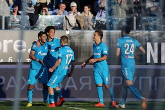 Футболисты «Зенита» празднуют второй гол