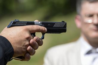 Демонстрация пистолета ПЛ-14 (пистолет Лебедева) концерна «Калашникова» на международном военно-техническом форуме «АРМИЯ-2015» в Кубинке