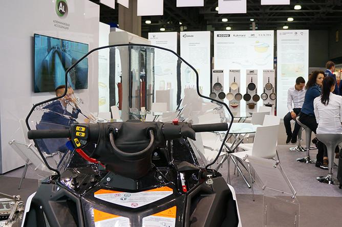 На стенде Алюминиевой ассоциации в рамках 2-й международной специализированной выставки «Импортозамещение» российские компании продемонстрировали продукцию из алюминия