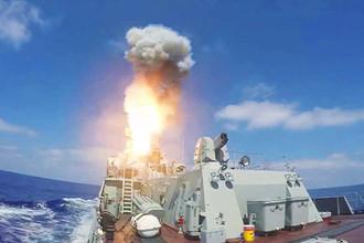 Пуск крылатых ракет «Калибр» по объектам «Джебхат ан-Нусры» в Сирии из акватории Средиземного моря. Тактико-технические характеристики ракет семейства «Калибр», стоящих на вооружении Вооруженных сил России, доподлинно неизвестны. По сообщениям от 2012 года, дальность стрельбы ракетами «Калибр» по морским целям составляет 375 км, по наземным — 2,6 тыс. км