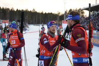 Слева направо: российские биатлонисты Антон Бабиков, Максим Цветков и Антон Шипулин