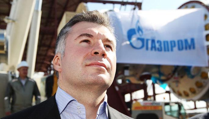 Член правления ОАО «Газпром» Кирилл Селезнев во время установки на фундамент первой газовой турбины Адлерской ТЭС, 2010 год