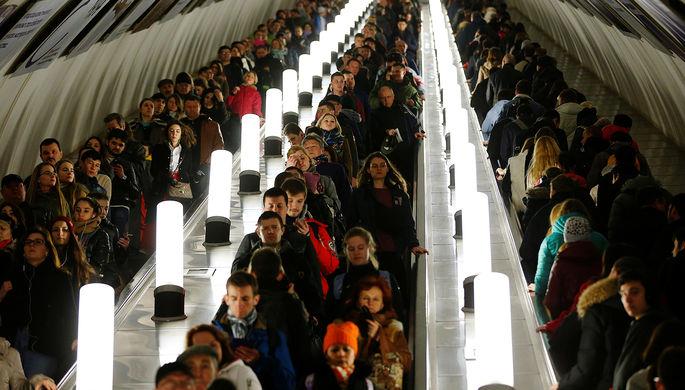 На синей ветке метро в Москве произошел сбой из-за инцидента с пассажиром