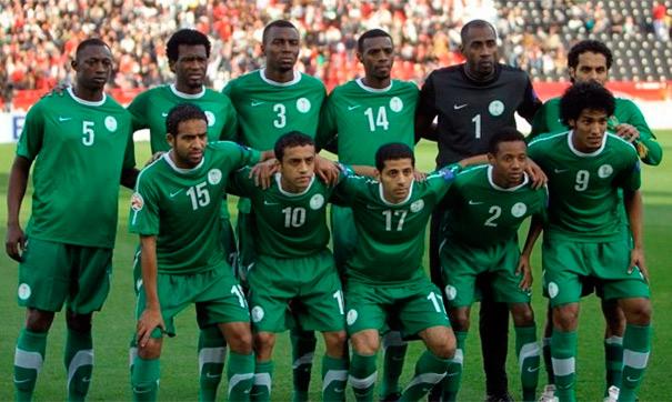 Мохамед Салах забивает мяч в ворота сборной Саудовской Аравии