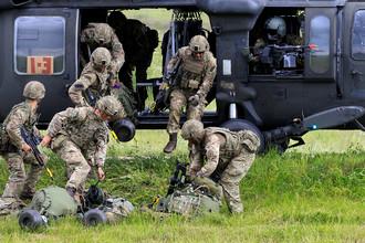 Солдаты НАТО во время учений, 17 июня 2017
