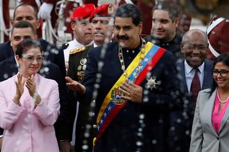 Первая леди Силия Флорес и президент Венесуэлы Николас Мадуро перед заседанием Национальной ассамблеи в Каракасе, 2017 год