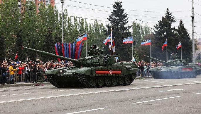 Танки Т-72 во время военного парада, посвященного 72-й годовщине Победы в Великой Отечественной...
