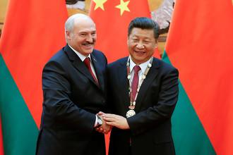 Президент Белоруссии Александр Лукашенко и председатель КНР Си Цзиньпин во время встречи в Пекине, сентябрь 2016 года