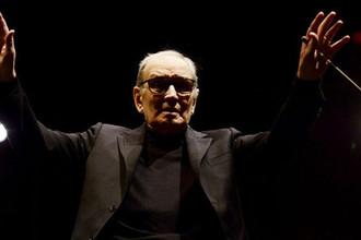 Композитор Эннио Морриконе во время выступления на арене 02 в Лондоне, февраль 2016 года
