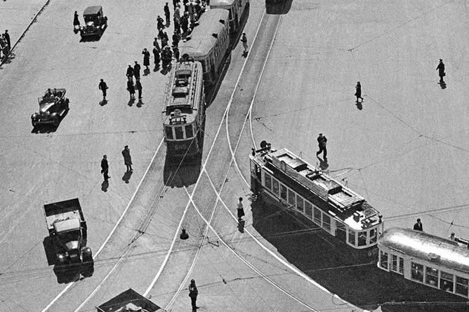 Развязка трамвайных линий на улице Охотный ряд. Москва, 1938 год