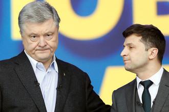 Президент Украины Петр Порошенко и кандидат в президенты Владимир Зеленский перед во время дебатов на стадионе «Олимпийский» в Киеве, 19 апреля 2019 года