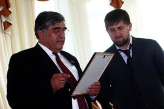 Известный деятель чеченской культуры, поэт Руслан Ахтаханов (на фото слева) убит в Москве