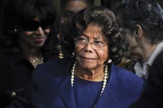 Мать Майкла Джексона сообщила, что родственники преднамеренно лишили ее связи с внешним миром