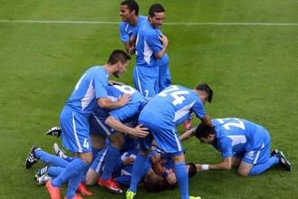 Андоррцы празднуют победный гол в ворота армянского «Бананца»