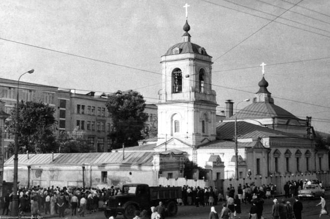 Храм Преображения перед сносом. Июль 1964-го