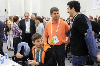 Перед матчем с Китаем Александр Грищук (сидит), Петр Свидлер (слева) и Владимир Крамник пребывали в отличном расположении духа.