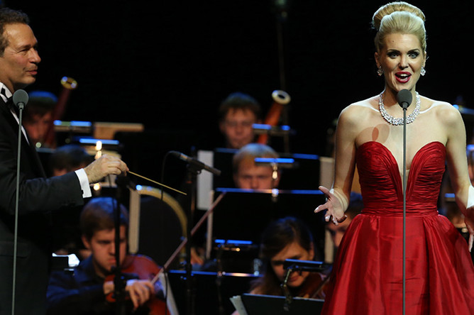 Американская оперная певица Микаэла Оэсте во время выступления в концертном зале «Крокус Сити Холл»