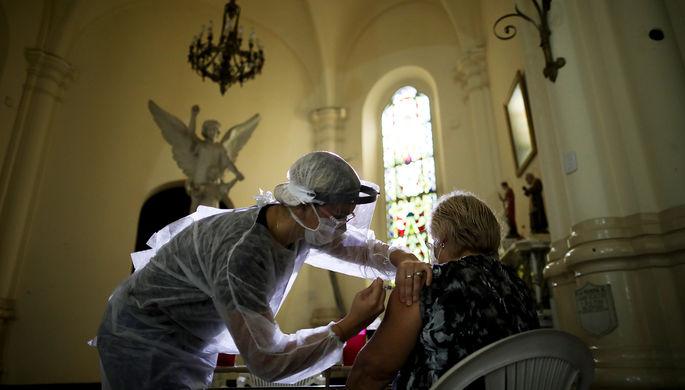 Религия vs вакцина: как лидеры вероучений ставят под удар прихожан