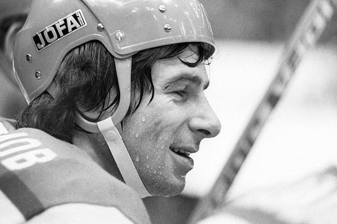Валерий Харламов на скамейке запасных, 1976 год
