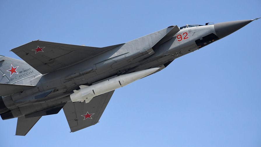 Видео полета истребителей МиГ-31 в ближнем космосе появилось в Сети