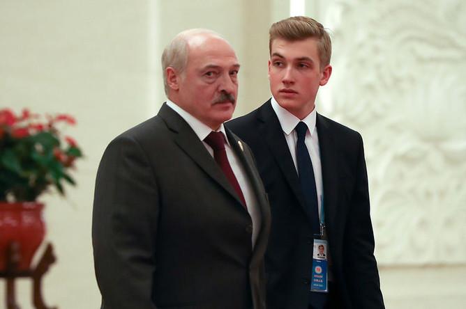 Президент Белоруссии Александр Лукашенко и его сын Николай после встречи с председателем КНР Си Цзиньпином в Пекине, 25 апреля 2019 года