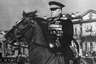 Маршал Советского Союза Г.К. Жуков на площади 1905 года в Свердловске