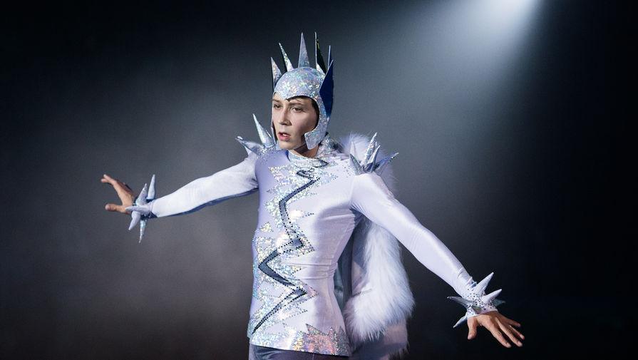 Фигурист Джонни Вейр в роли Кая выступает на закрытом премьерном показе шоу «Снежный король» режиссера Алексея Голубева во Дворце спорта «Лужники» в Москве.