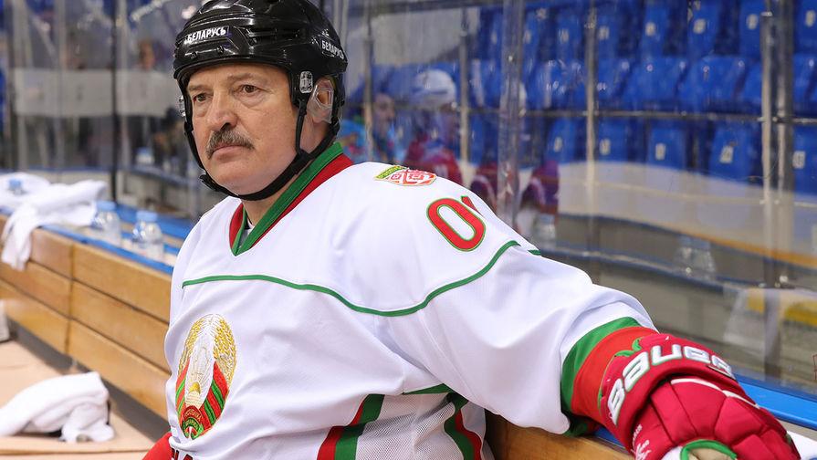Президент Белоруссии Александр Лукашенко после тренировочной игры в хоккей в ледовом дворце «Шайба» в Сочи, 2019 год