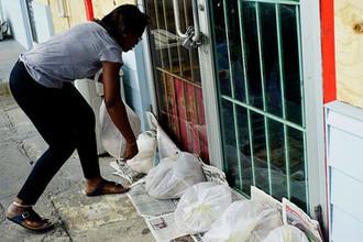 Жители городов готовятся к урагану «Дориан»