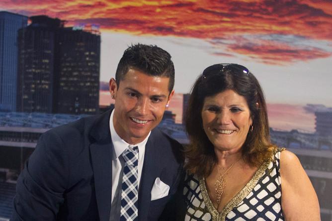 Криштиану Роналду с матерью и сыном, 2015 год