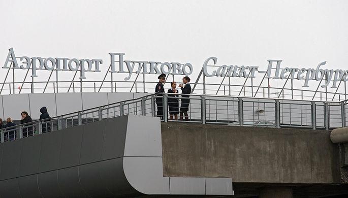 В Пулково пассажирский самолет укатился с ВПП