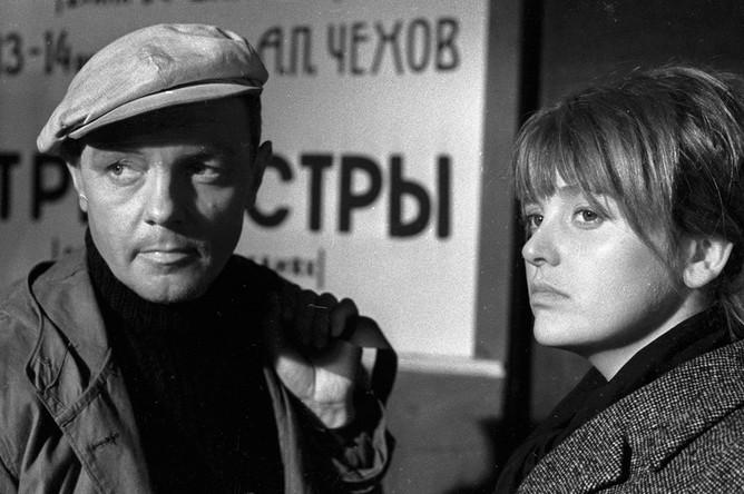 Инна Гулая и Кирилл Лавров в фильме Геннадия Шпаликова «Долгая и счастливая жизнь», 1966 год