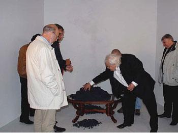 ������ <b><a href=http://www.gazeta.ru/science/2009/12/28_a_3305176.shtml>������������� ���������� ������������ �������</a></b>. ������� ����� &mdash; ���� ��������� ��� �.�.������� // www.goldformula.ru
