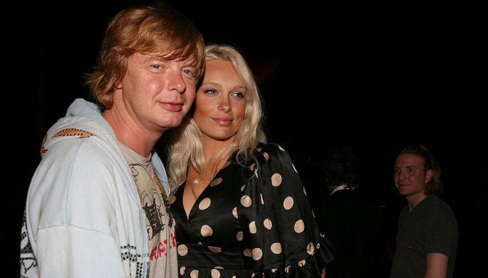 Солист группы «Иванушки International» Андрей Григорьев-Апполонов с супругой Мариной Банковой, 2009 год