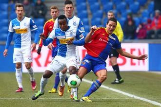 Удар Филиппа Дегена (в середине) не потревожил ворота «Грассхоппера»