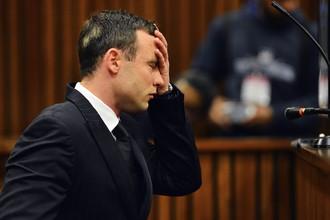 Южноафриканский легкоатлет-паралимпиец Оскар Писториус в зале суда