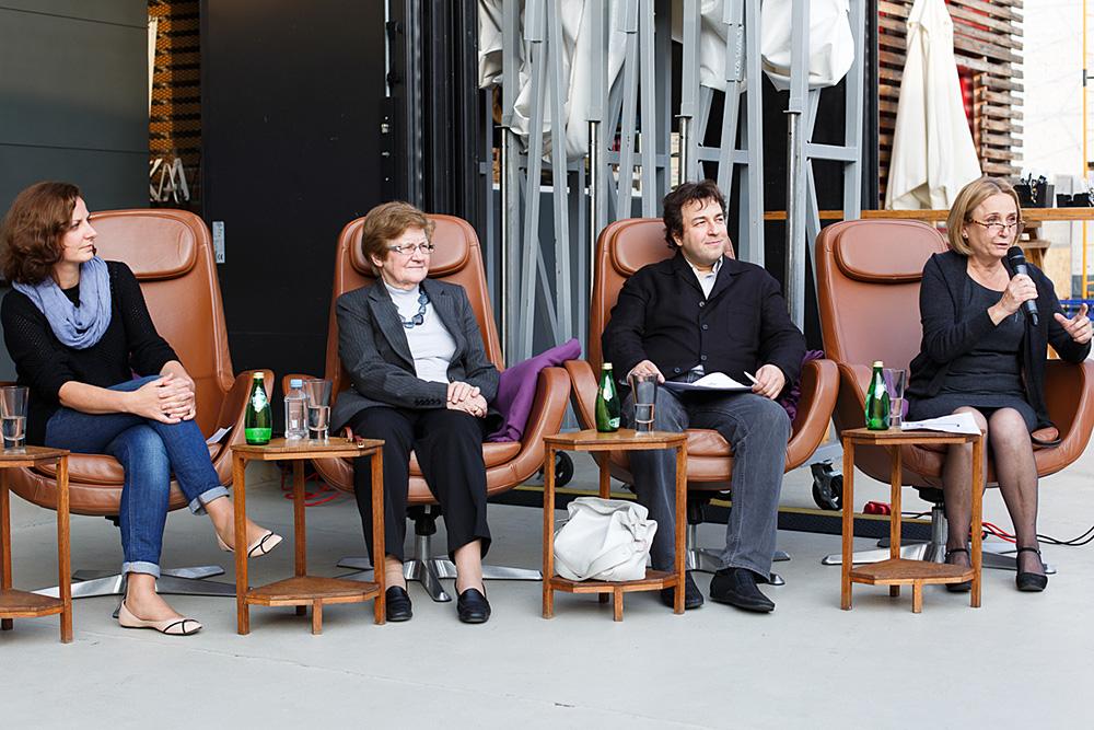 На конференции в Институте «Стрелка» (слева направо): Екатерина Деминцева (ВШЭ), Жанна Зайончковская (ВШЭ), Дмитрий Полетаев (ИНП РАН), Ольга Вендина (Институт географии РАН)