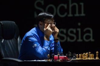 Одно поражение осталось Вишванатану Ананду до фиаско в матче за шахматную корону
