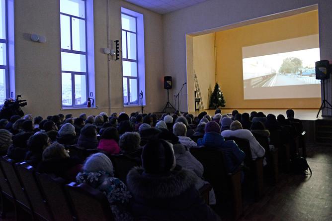 Жители поселка Териберка на премьерном показе фильма Андрея Звягинцева «Левиафан» в ДК