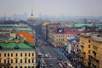 Вид на Невский проспект и Адмиралтейство из окна Думской башни