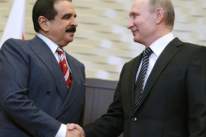 Король Бахрейна Хамад II бен Иса аль-Халиф и президент России Владимир Путин во время встречи в резиденции «Бочаров Ручей»